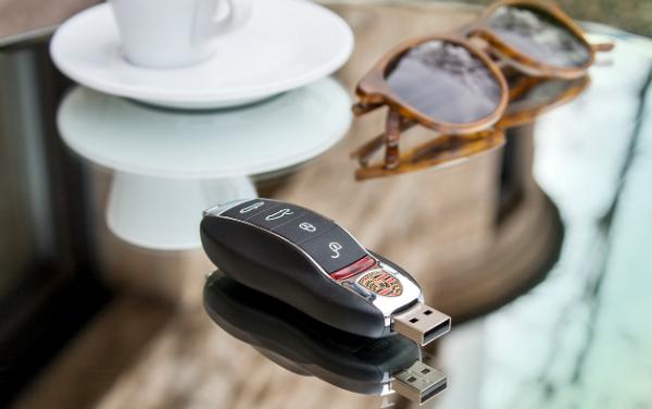USB-Stick mit individuellem Firmenlogo am Beispiel Porsche